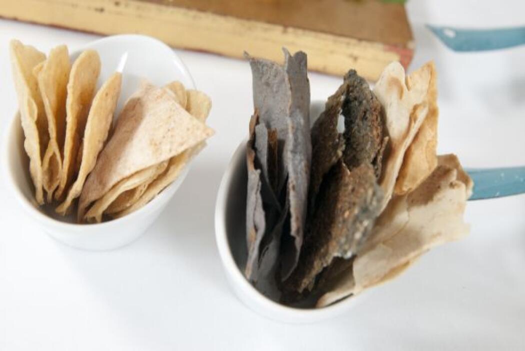 Los totopos son triángulos de tortilla de maíz o de maíz azul tostado. L...