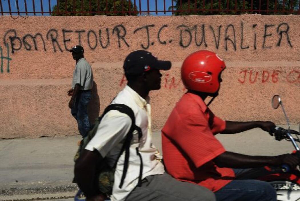 Duvalier cuenta con cierto apoyo en el país donde millones de jóvenes no...