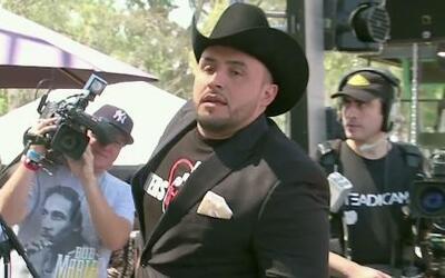 Detienen a Juan Rivera por estar repartiendo el tequila de Jenni en plen...