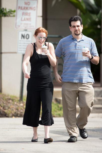 Su esposo también está a su lado en este momento pol&eacut...