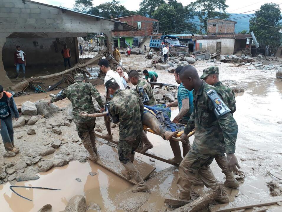 No hay lu ni agua corriente tras la tragedia, lo que ha complicado las t...