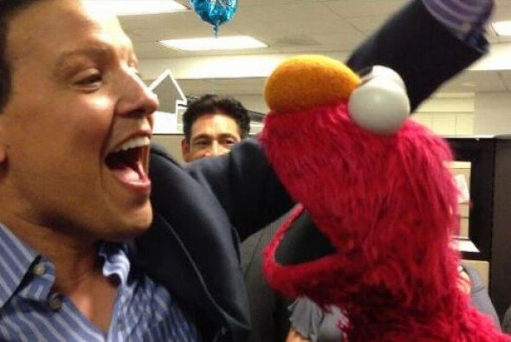 """""""Con Elmo Sesame Street preparando nuestra canción para el especial hist..."""