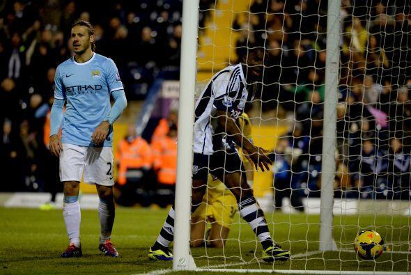 Aún y sufriendo, el Manchester City sacó el triunfo por 3-2 para mantene...