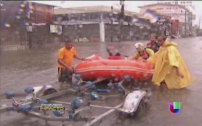 Fuertes inundaciones en Filipinas casi le cuesta la vida a dos niños