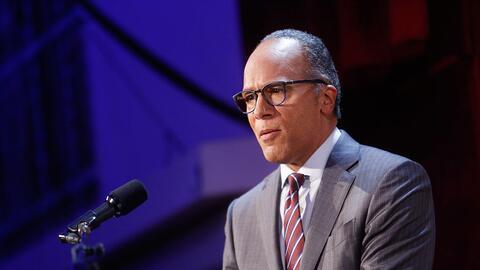 Lester Holt, conductor del noticiero NBC Nightly News, liderará e...