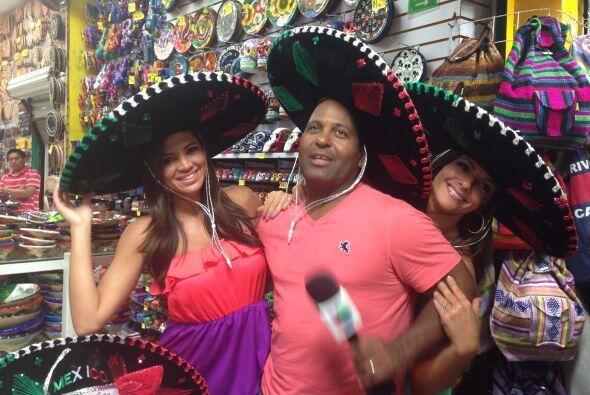 Pamela, Bárbara y Tony no podían quedarse sin comprar un sombrero.