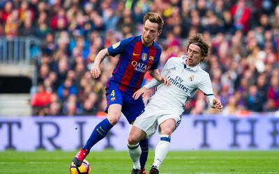 Rivales con clubes antagónicos, Rakitic y Modric son compa&ntilde...