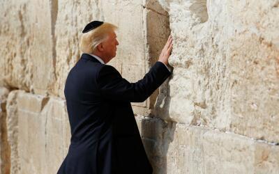 Donald Trump, único presidente de EEUU en visitar el Muro de los Lamento...