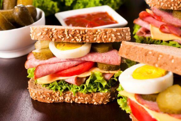 Sándwich con frutas y verduras. Añade dinamismo a tus emparedados con re...