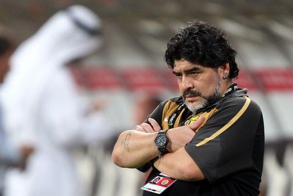 La cara de preocupación de Maradona lo dice todo. Ahora tendrá que traba...