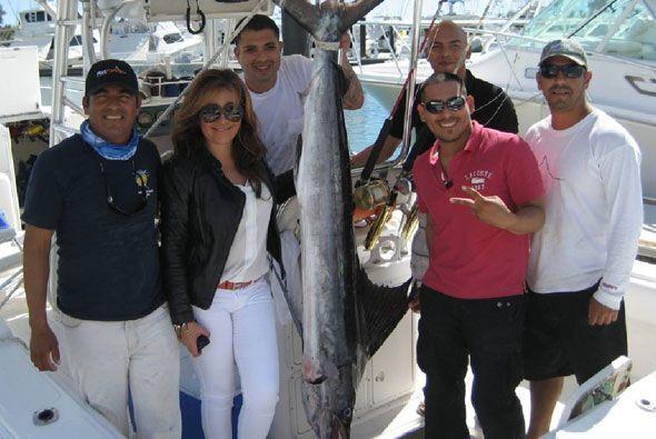 Aquí, el cantante nos presumió el pez que logró atrapar.
