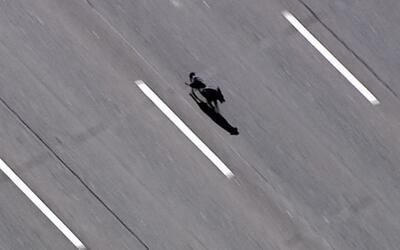 Impresionantes imágenes del rescate de un perro en una autopista de Arizona