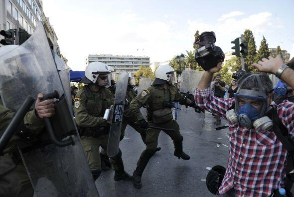 Por su parte, Dimitris, dueño de un café en el centro de Atenas, declaró...