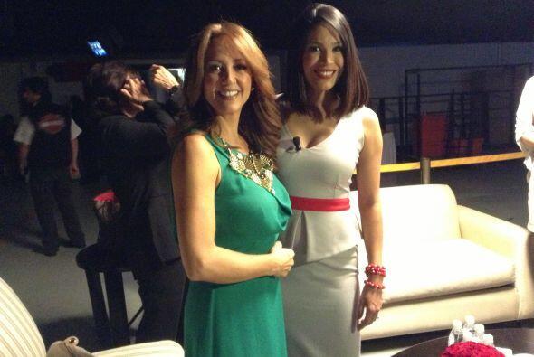 Las presentadoras Andrea Legarreta y Karla Martínez fueron las encargada...