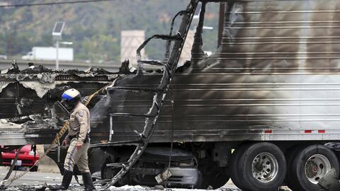 Un camión de carga quedó incinerado.
