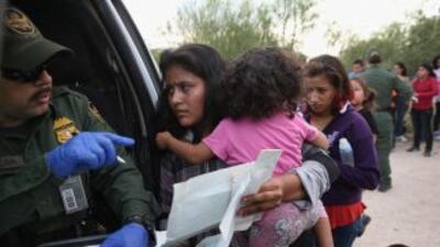 La crisis humanitaria de ni;pos solos en la frohntera puso en aprietos a...