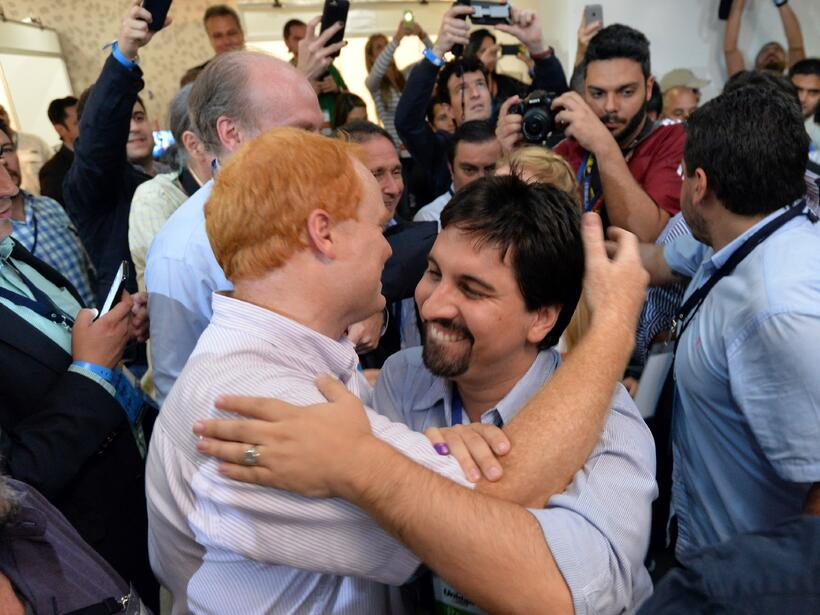 El chavismo pierde importantes bastiones y la oposición controla casi 80...