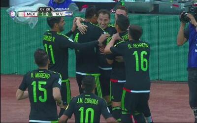 Magistral cobro de falta de Guardado para el 1-0 de México y El Salvador