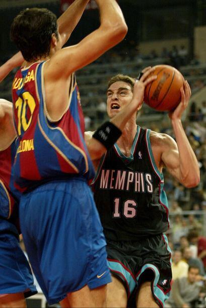 En la temporada 1997-98, con 16 años, Gasol ingresó en el FC Barcelona,...