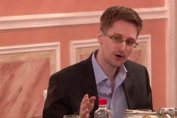 10 de junio: Snowden abandona su hotel en Hong Kong, mientras que congre...