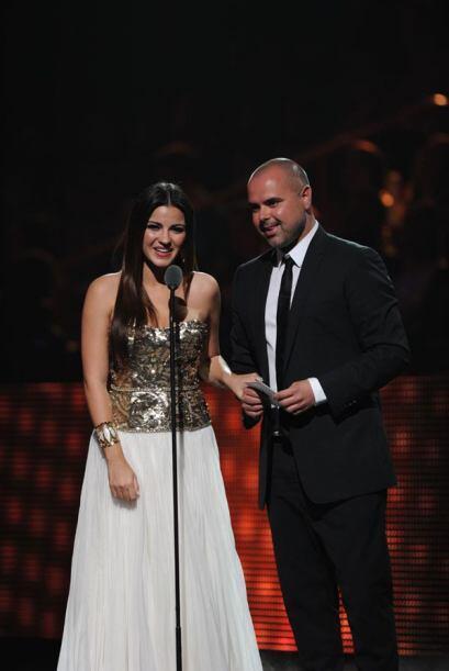 Juan Magan y Maite Perroni presentaron el premio al Mejor Artista Tropic...
