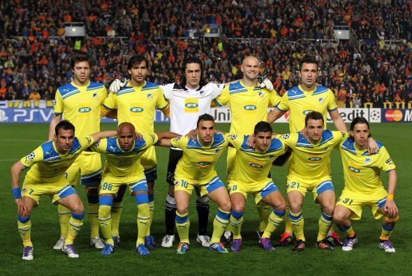 Apoel: Chiotis; Poursaitides, Kaká, Paulo Jorge, Boaventura; Nuno Morais...