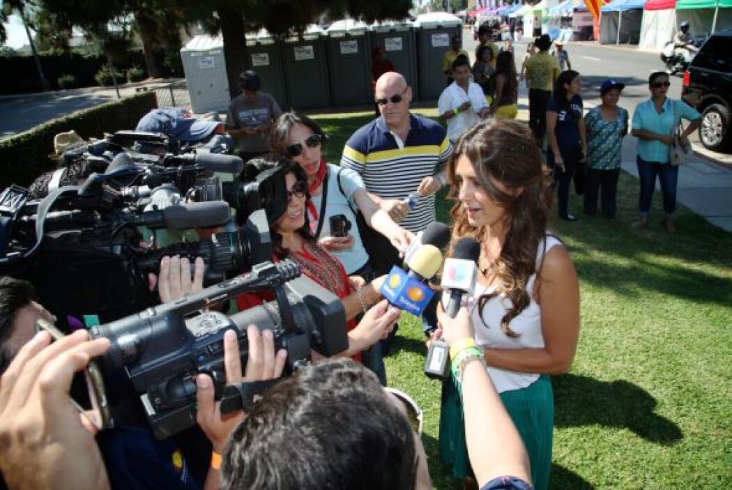 El equipo de Univision 34 compartió con el público angelino en la fiesta...