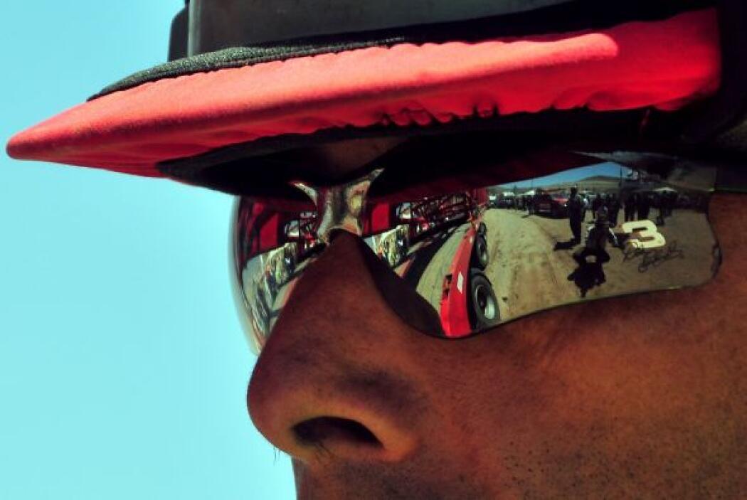 """Los lentes """"defienden contra todos los rayos ultravioletas, contra todos..."""