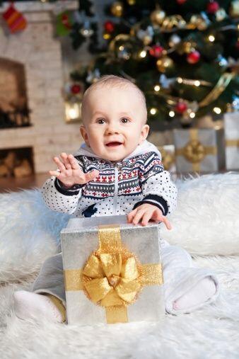 ¡Ponle un encantador y clásico suéter a tu pequeño! Actualmente hay adap...