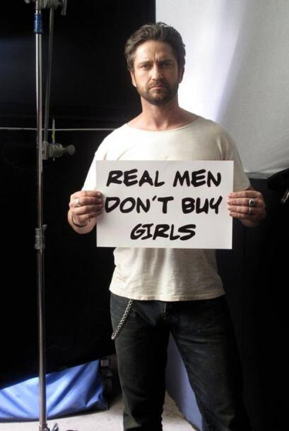 "Gerard Buttler mostró su ""Real men don´t buy girls"" en el set de grabaci..."