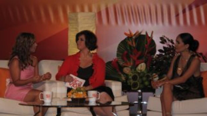 Adamaris López, Úrsula Mejía Melgar y Karla Martínez en la presentación...