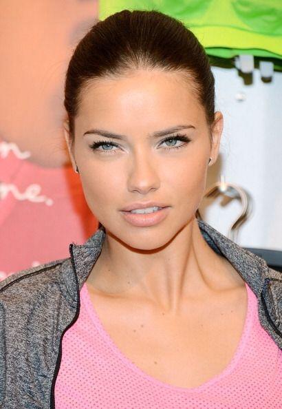 Adriana Lima tiene uno de los labios más sensuales de las pasarel...