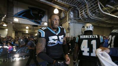 Greg Hardy, uno de los mejores jugadores de Panthers, se quedará en Caro...