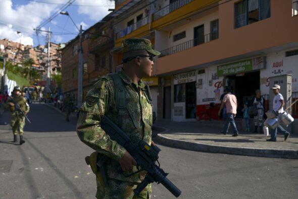 El ministro de Defensa destacó el papel de los 246 mil policías y milita...