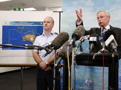 John Young, autoridad de seguridad marítima de Australia y John M...