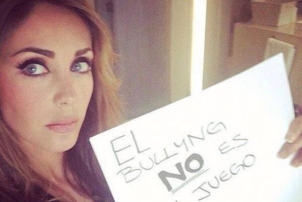 La cantante y actriz mexicana Anahí. Foto tomada de Twitter.
