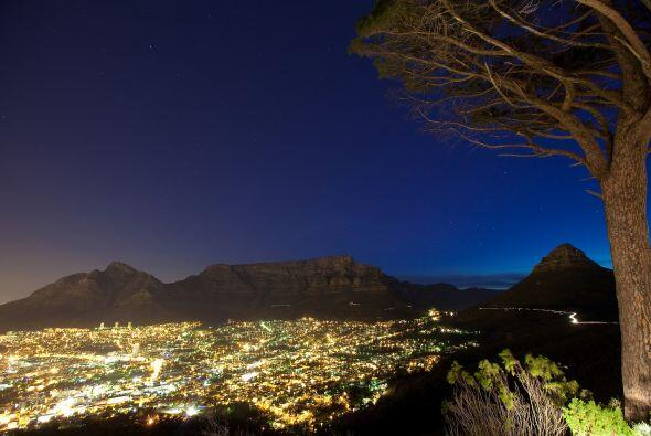 Ciudad del Cabo, Sudáfrica.  Una noche en esa ciudad, con hospeda...