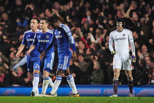 El rostro del plantel de Chelsea lo decía todo, decepción...