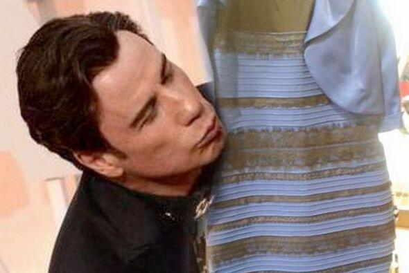 John Travolta en el Oscar dio un besito incómodo a Scarlett Johansson......