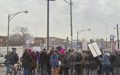 Protestan en Rogers Park contra anuncio de Donald Trump sobre la posibil...