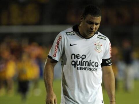 Ronaldo dejando el estadio del Deportes Tolima luego de la caída...