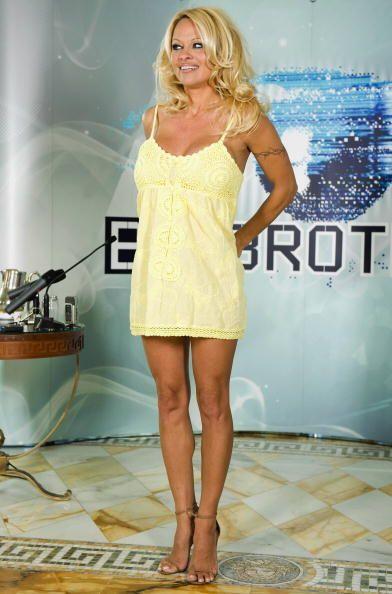 ¡Pamela Anderson se suma a las famosas que no han podido resistirse a es...