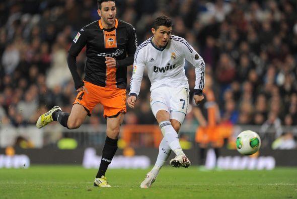 Ronaldo tuvo una clara, pero la falló a puerta vacía, pegándosela al por...