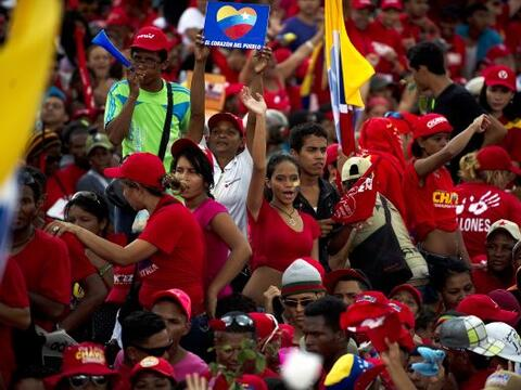 El mandatario de Venezuela y aspirante a la reelección, Hugo Ch&a...