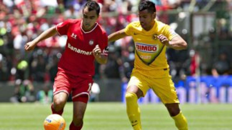 El argentino Ríos (derecha) hizo el 1-1 definitivo para igualar.