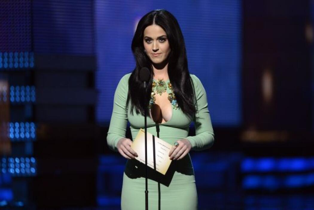 18. Katy Perry  Ganancias netas: $39 millones.  Presencia en radio y tv:...