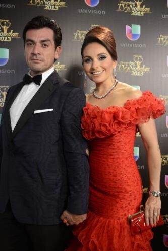 Jorge Salinas y Elizabeth Álvarez anunciaron uno de los premios.