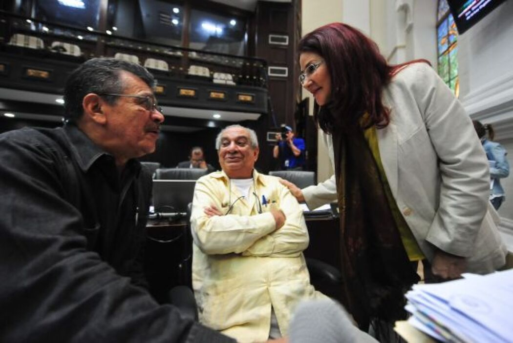 Los oponentes señalan que esta ley le permitirá a Chávez legislar en otr...