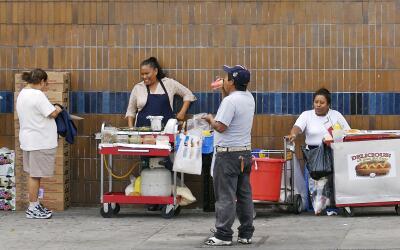 Vendedores ambulantes en la zona de Echo Park en Los Ángeles (fot...