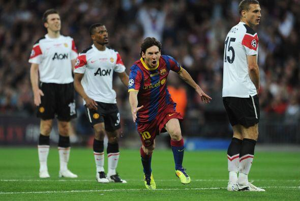 El grito del delantero argentino ante la mirada de los del Manchester Un...